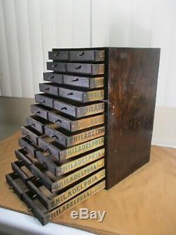 Antique Primitive Apothicaire Spice Cabinet W 24 Tiroirs À Partir De Crème De Fromage Crates