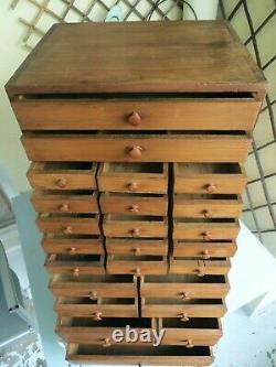 Armoire Antique D'horlogers De Pin, Tiroirs De Collecteurs, Boîte À Outils De Cru / Coffre