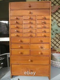 Armoire D'horlogers Vintage De Pin, Tiroirs De Collecteurs, Boîte À Outils De Cru / Coffre