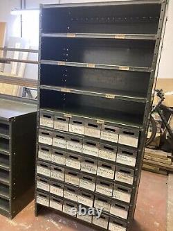 Outil Industriel Vintage En Acier / Pièces / Armoire De Stockage 36 Tiroirs Et Étagères