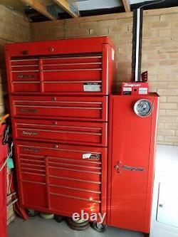 Snap On 40in Tool Box, 2 X Middle Drawer Units, And End Locker Cw Tous Les Outils